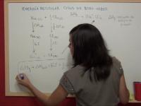 Vídeo explicativo sobre el cálculo de la energía reticular mediante el ciclo de Born-Haber