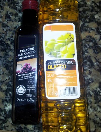 Dos tipos de vinagre comerciales, ambos con una concentración del 6% en acidez